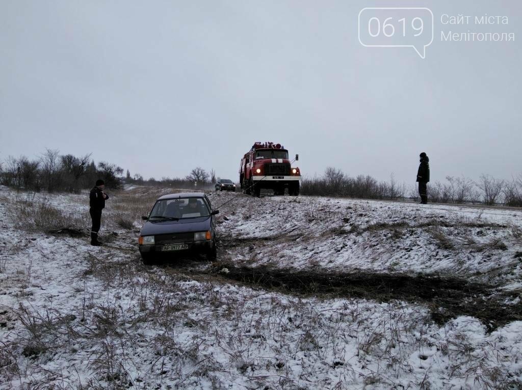 Автомобиль слетел в кювет на скользкой дороге, - ФОТО, фото-2