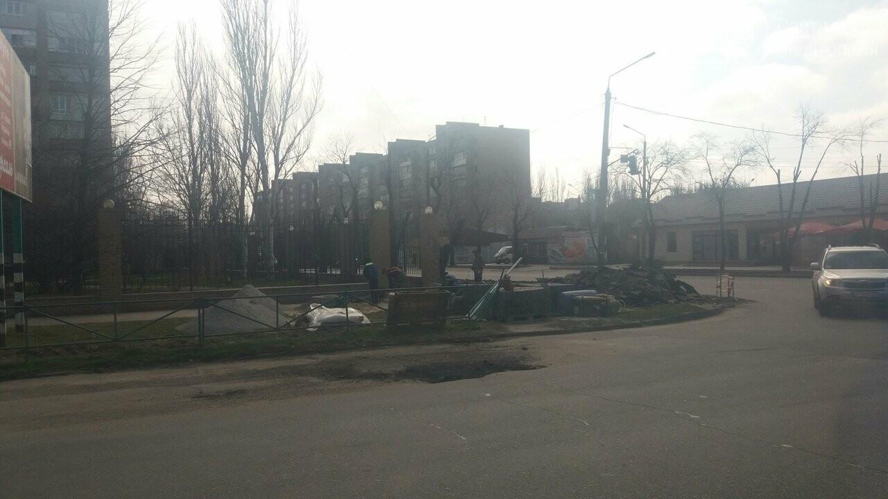 Тротуары в Мелитополе продолжают приводить в порядок, фото-1