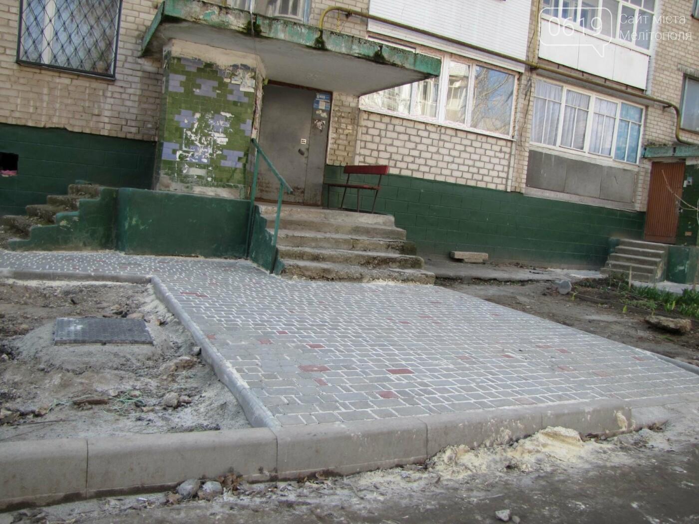 На улице Брив-ла-Гайард продолжается благоустройство внутриквартальной территории, фото-6