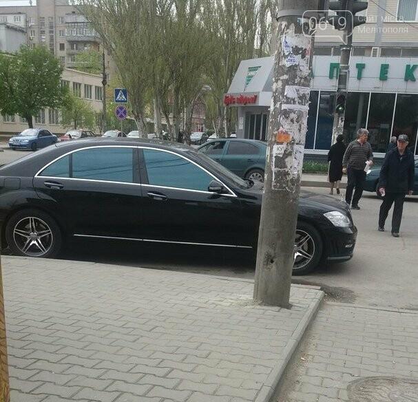 """Мелитополец припарковал свой """"Mercedes"""" прямо перед пешеходным переходом  , фото-1"""