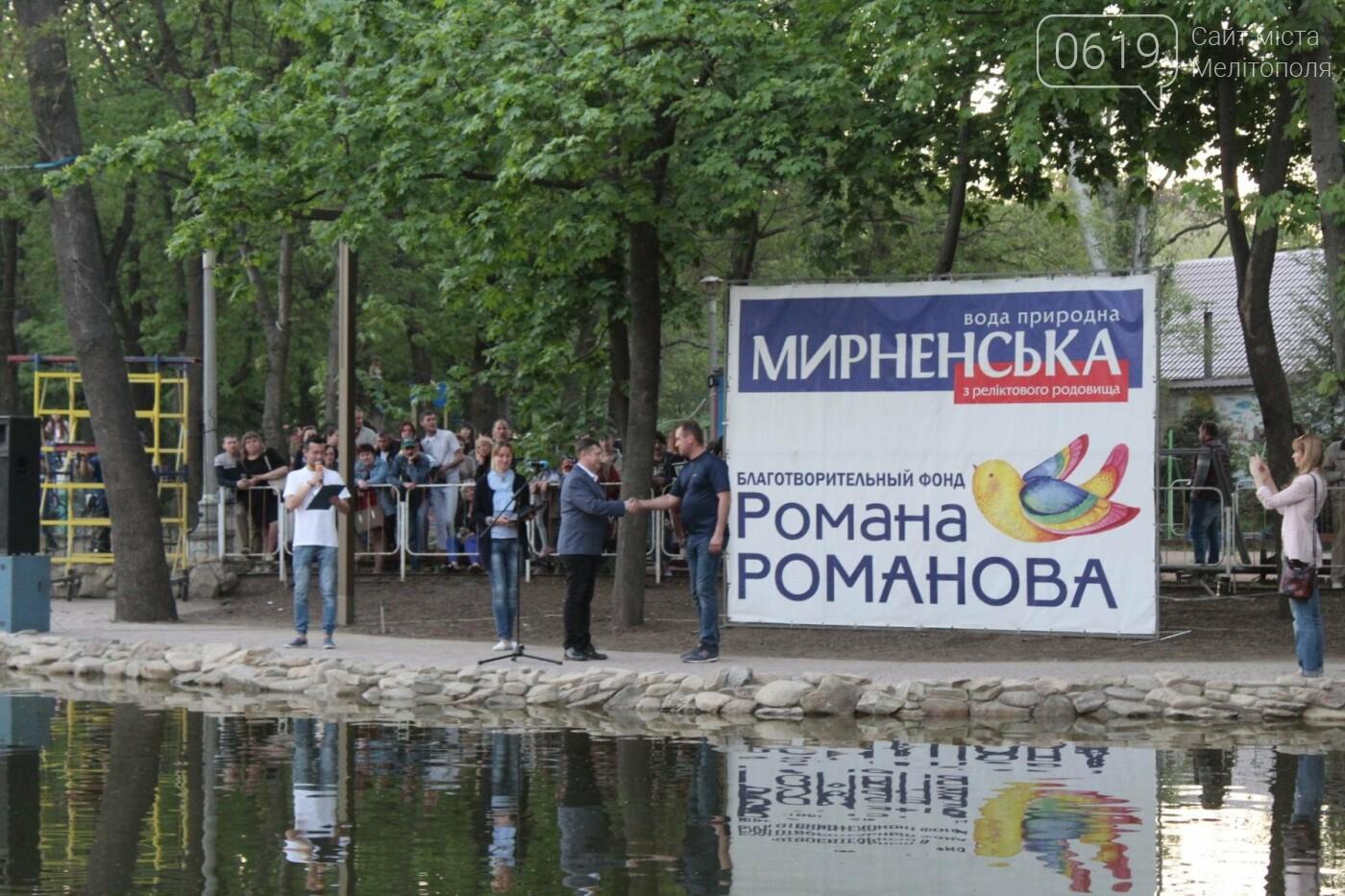 На торжественное открытие пруда в мелитопольском парке собрались сотни горожан, фото-3