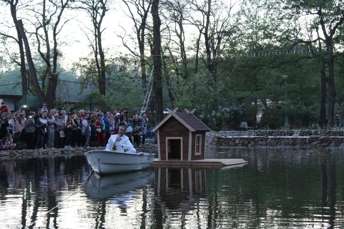 На торжественное открытие пруда в мелитопольском парке собрались сотни горожан, фото-5