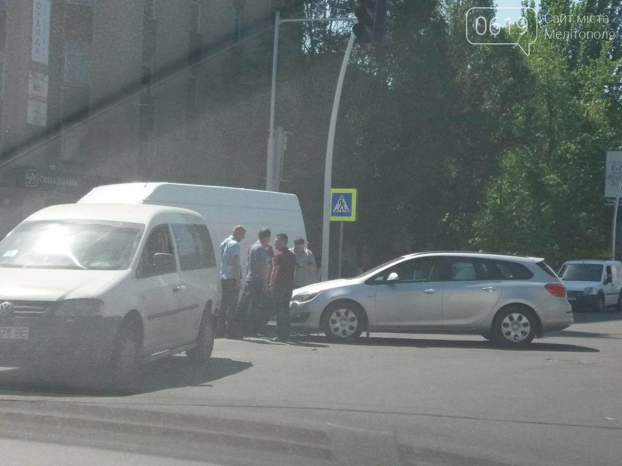В Мелитополе столкнулись Volkswagen и Opel, - ФОТО, фото-3, Фото сайта 0619