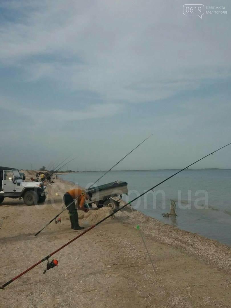 Несмотря на запрет, в Молочном лимане ловят рыбу, фото-3