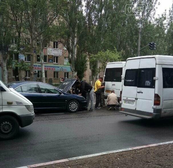 В Мелитополе в маршрутку врезалась иномарка, - ФОТО, фото-2