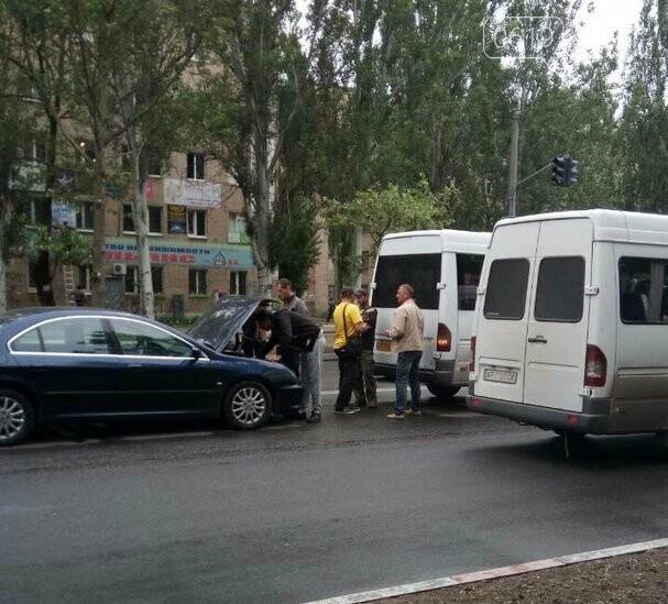 В Мелитополе в маршрутку врезалась иномарка, - ФОТО, фото-3