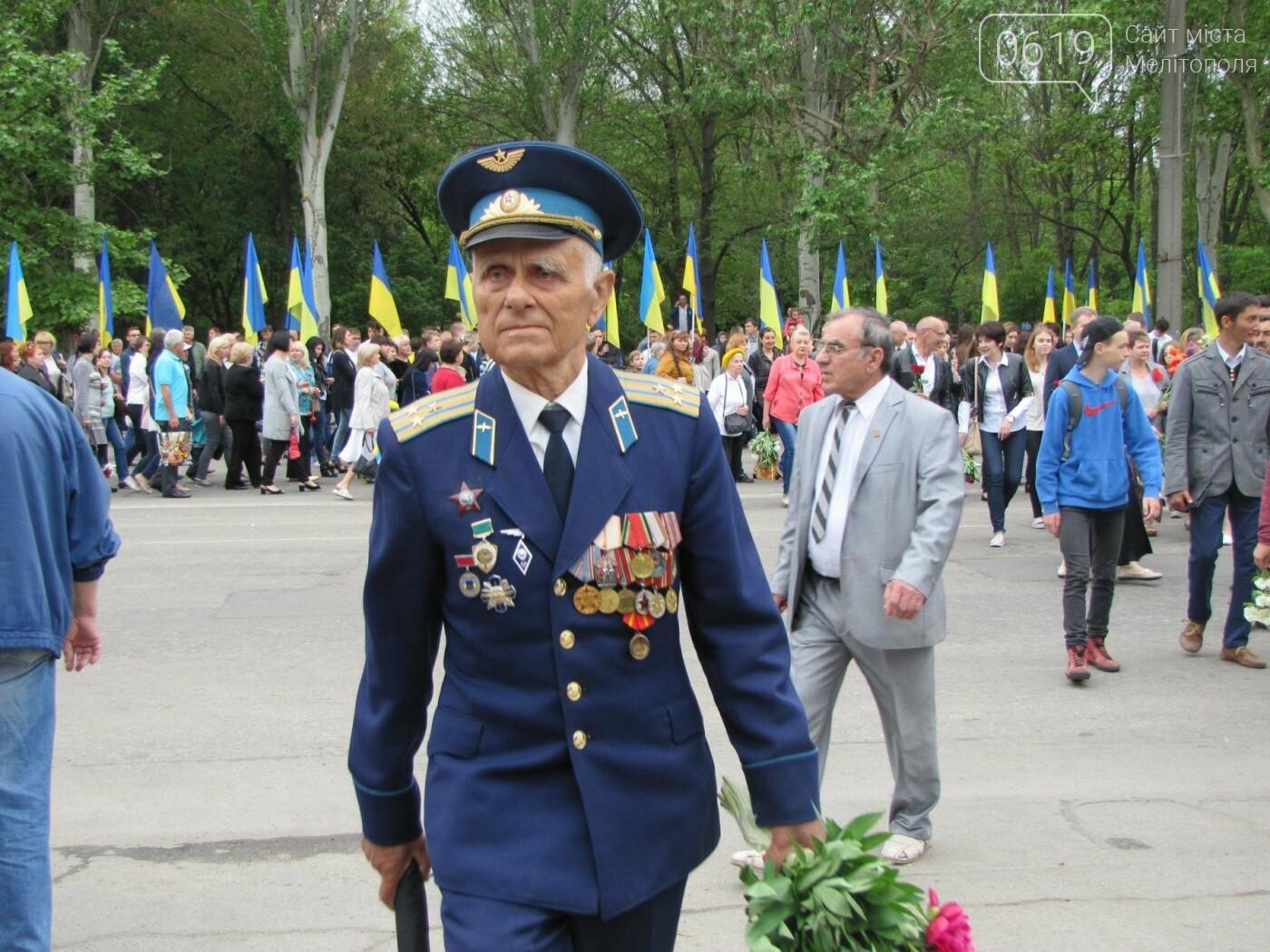 Мелитополь празднует День Победы - не обошлось без провокаторов, фото-1