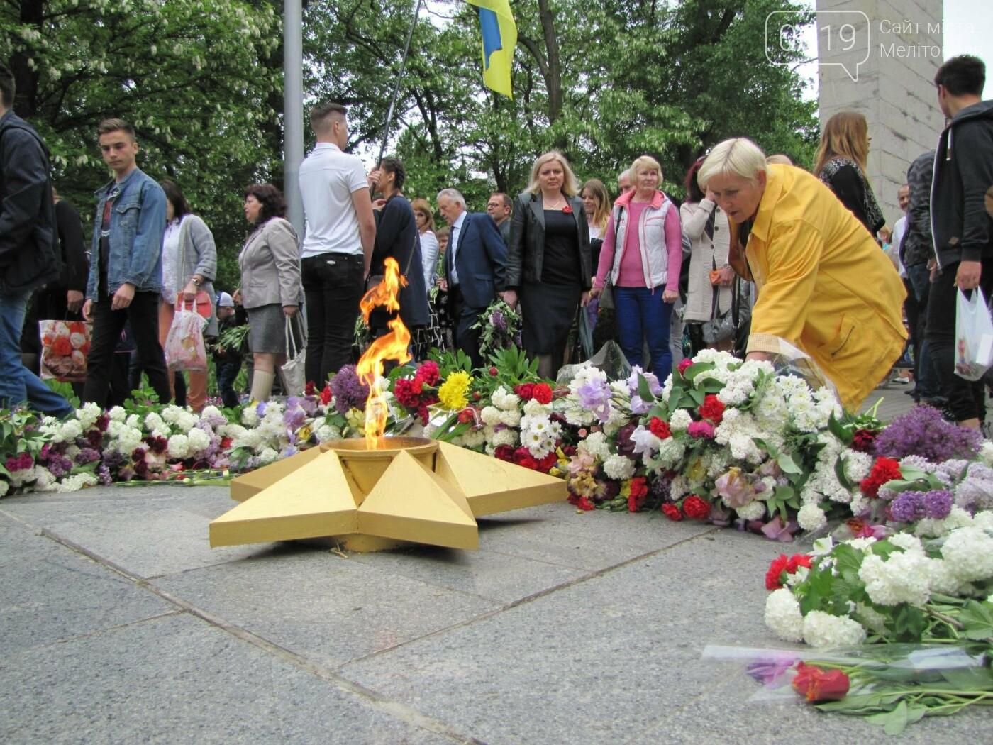Мелитополь празднует День Победы - не обошлось без провокаторов, фото-5