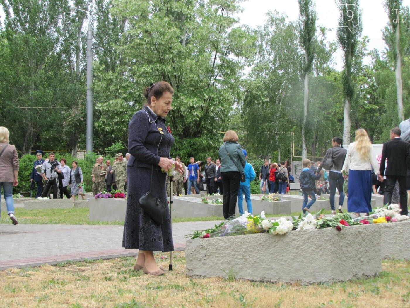 Мелитополь празднует День Победы - не обошлось без провокаторов, фото-6