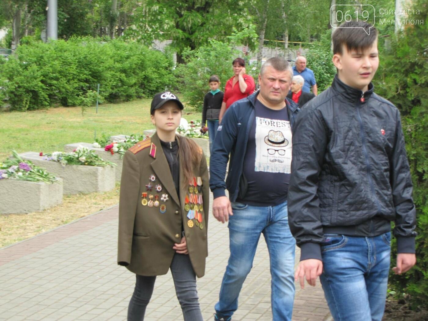 Мелитополь празднует День Победы - не обошлось без провокаторов, фото-8