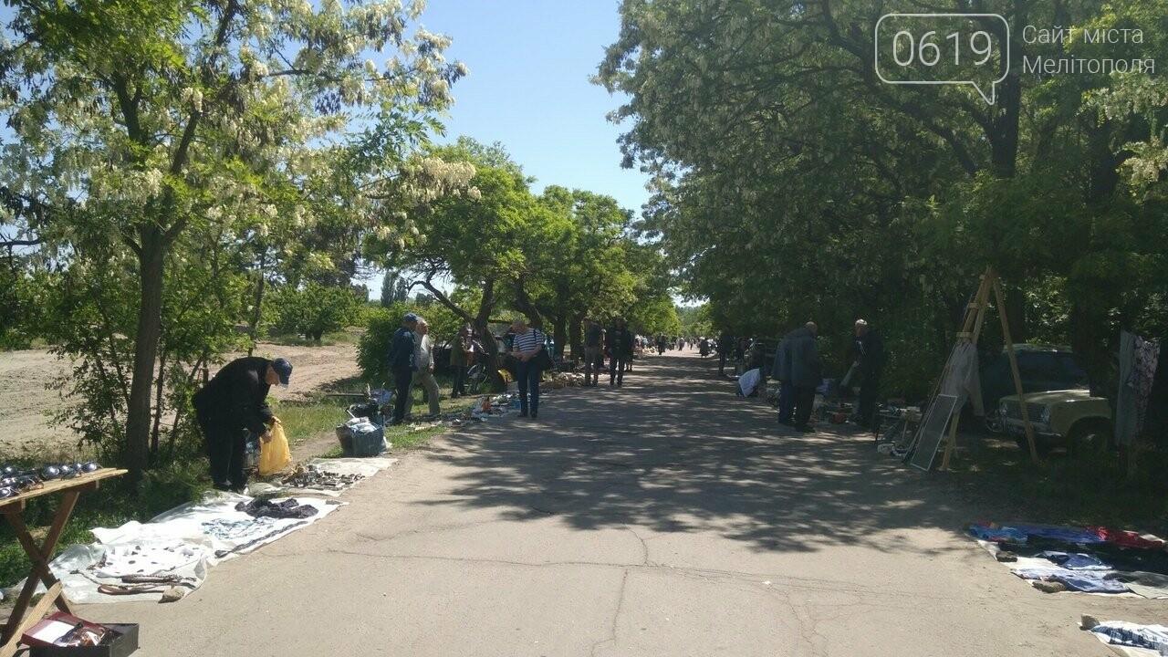 Мелитопольские торговцы устроили рынок в садах Филибера , фото-4, Фото сайта 0619