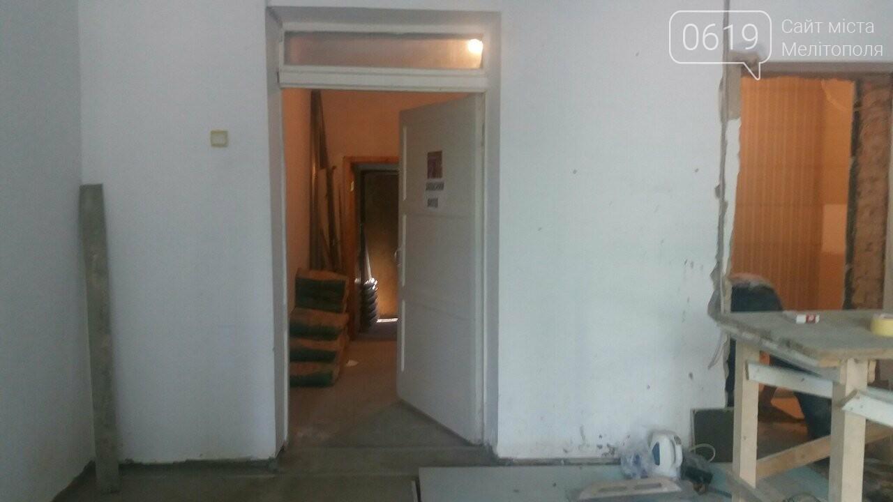 В Мелитополе продолжают ремонтировать библиотеку, фото-1, Фото сайта 0619
