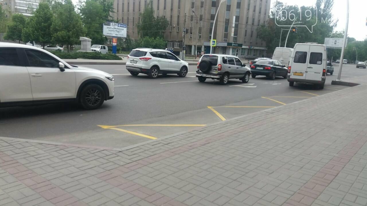 В Мелитополе на дорогах появилась новая разметка, фото-2