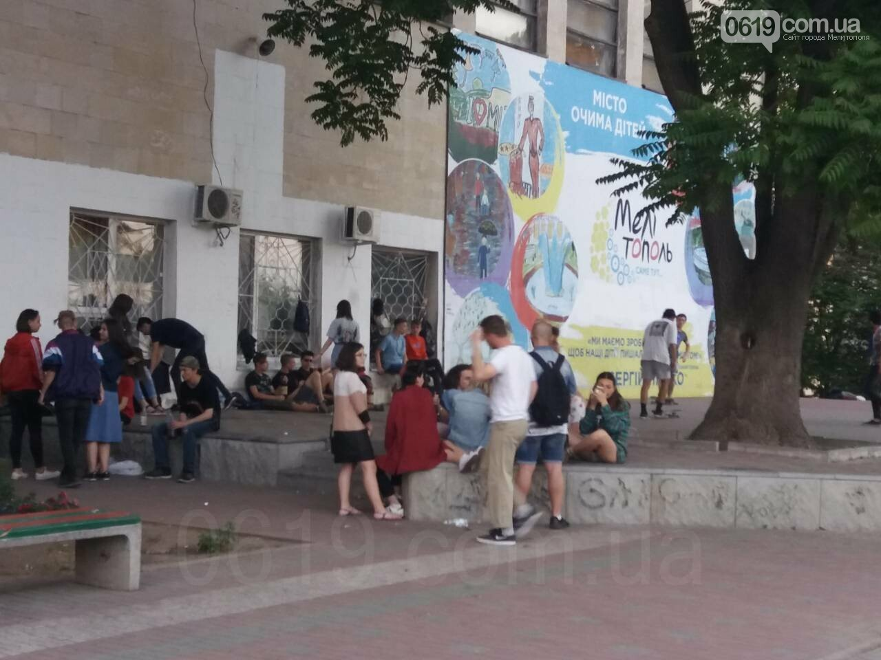 Мелитопольская молодежь превратила центр города в притон, - ФОТО, фото-2, Фото сайта 0619
