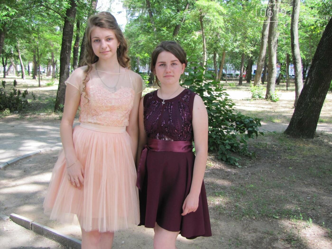 Мелитопольские выпускники не придерживаются единого стиля в нарядах, фото-12