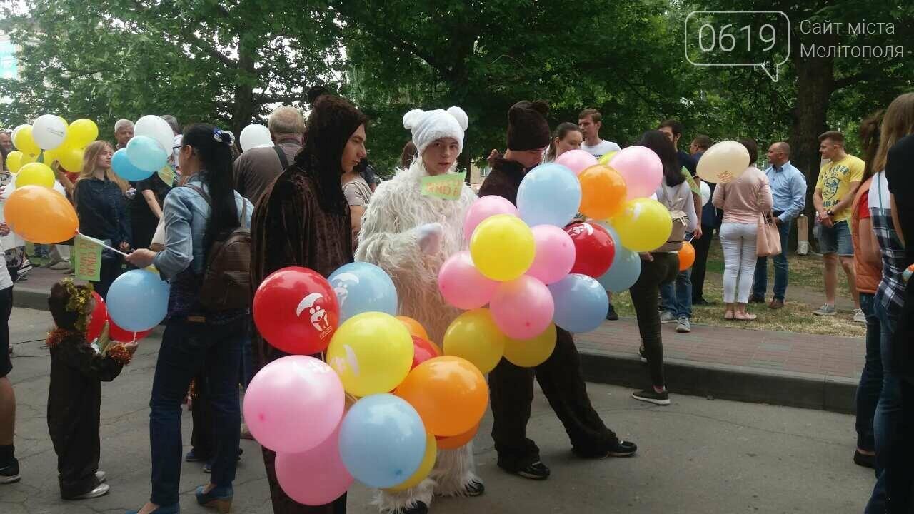 Счастливые семьи прошлись колонной по главному проспекту Мелитополя, фото-2
