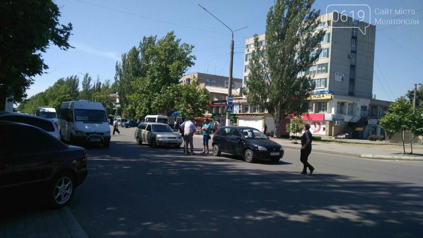 В Мелитополе на проспекте столкнулись ВАЗ и Калина, - ФОТО, фото-2