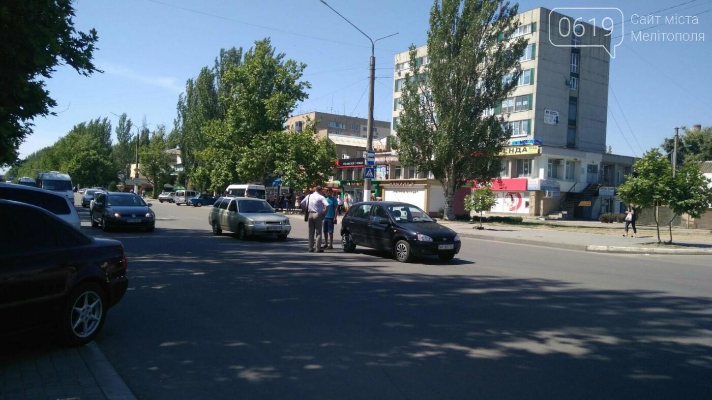 В Мелитополе на проспекте столкнулись ВАЗ и Калина, - ФОТО, фото-3