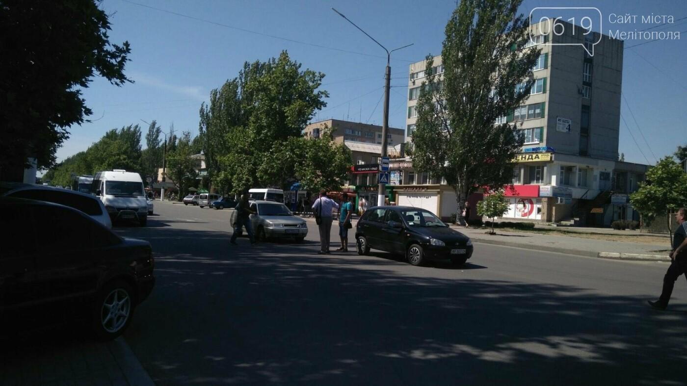 В Мелитополе на проспекте столкнулись ВАЗ и Калина, - ФОТО, фото-1