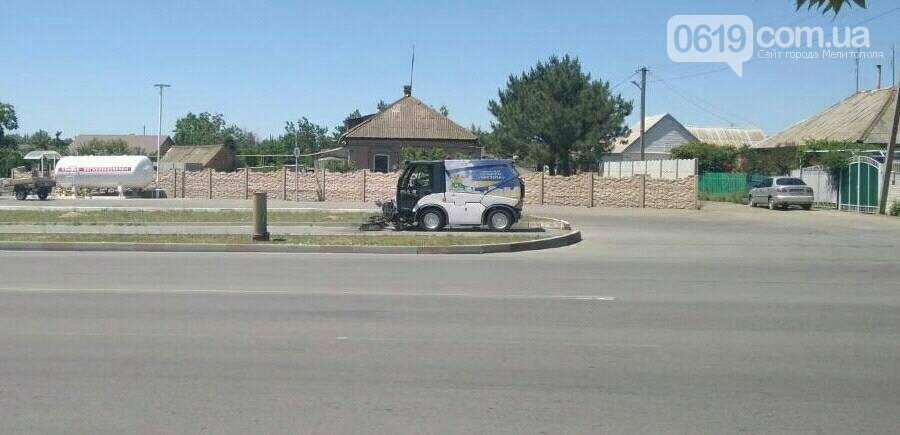 В Мелитополе новая спецтехника приступила к уборке улиц, фото-1