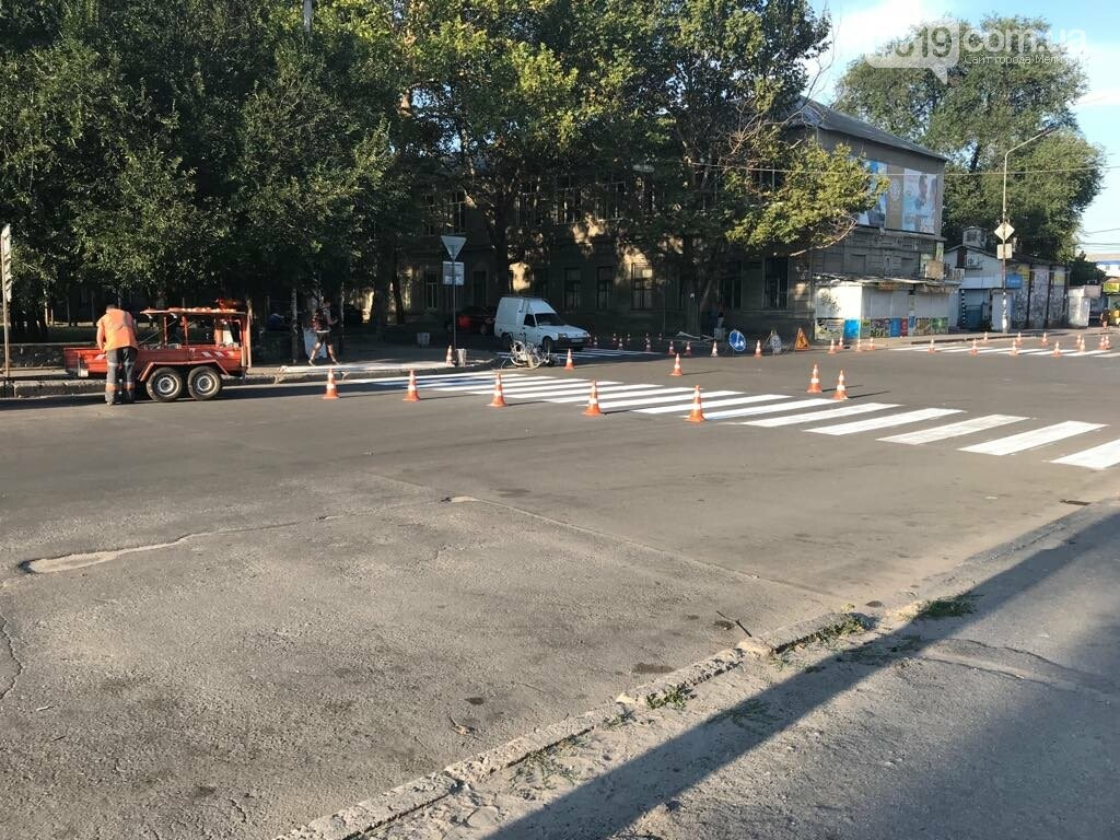 В Мелитополе наносят дорожную разметку, фото-3