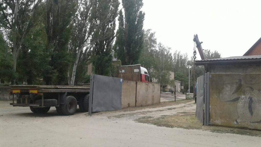 В Мелитополе снесли ограждение вокруг костела, фото-1