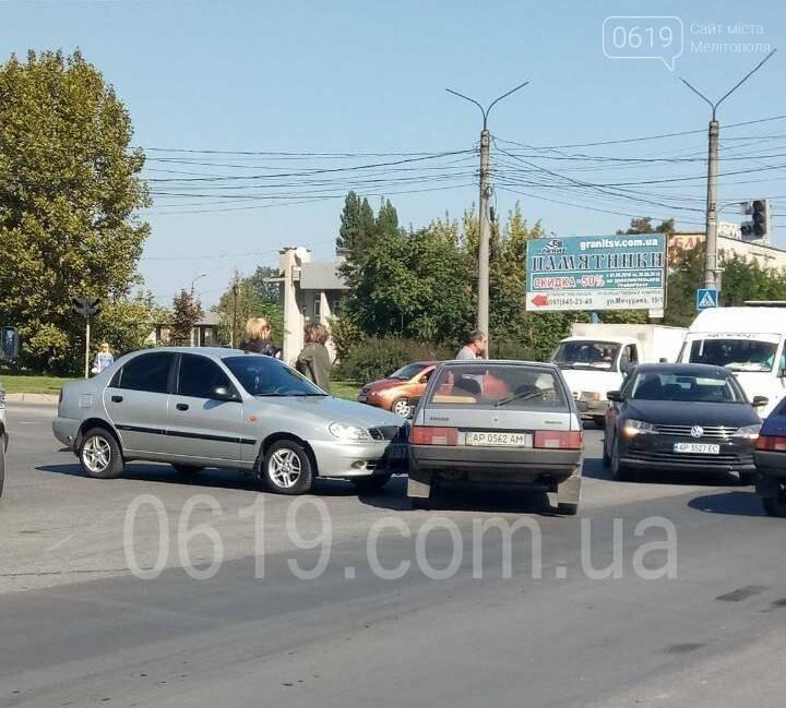 В Мелитополе на перекрестке с неработающими светофорами произошло ДТП, - ФОТО, фото-2