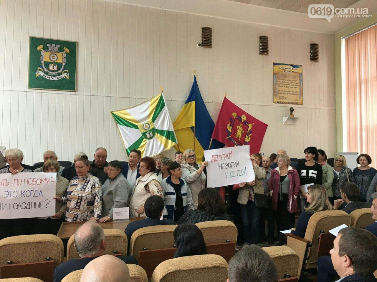 Рупор вместо микрофона: лидер оппоблока устоила акцию протеста и сорвала сессию горсовета, фото-3