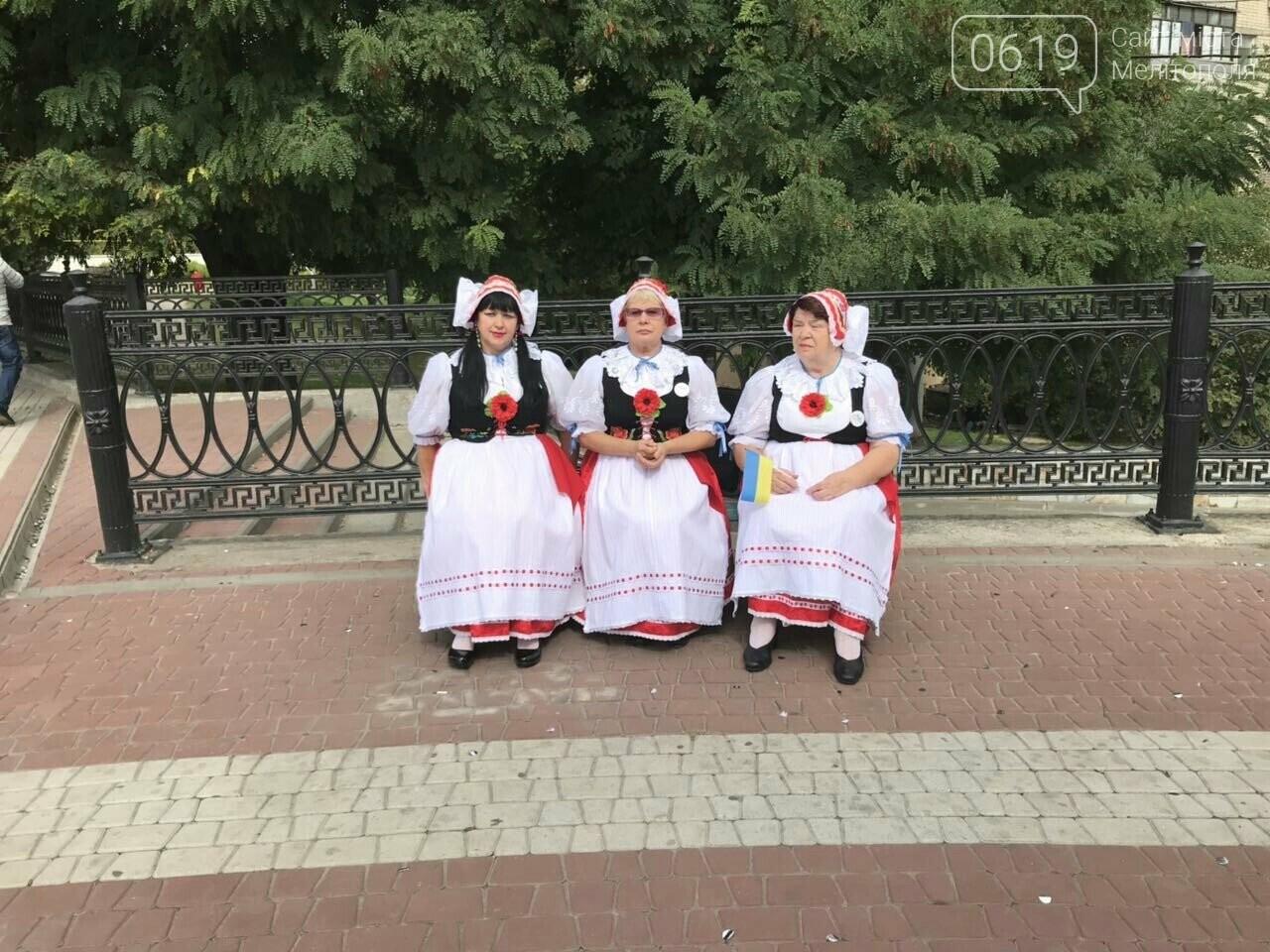 Вкусные блюда, яркие костюмы, выставки-ярмарки: в Мелитополе проходит фестиваль национальных культур, фото-1