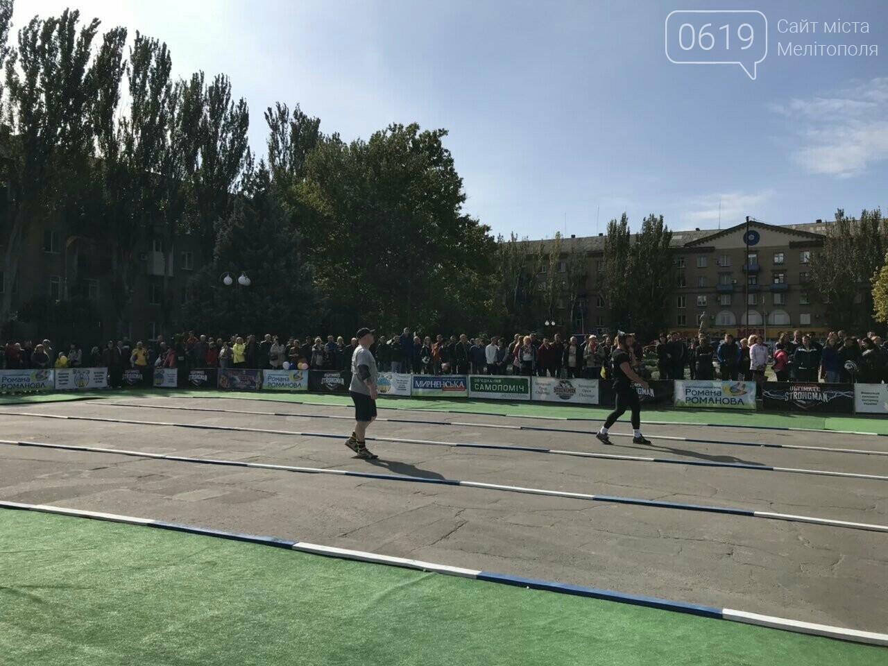 На главной площади Мелитополя начались зрелищные соревнования богатырей, фото-1