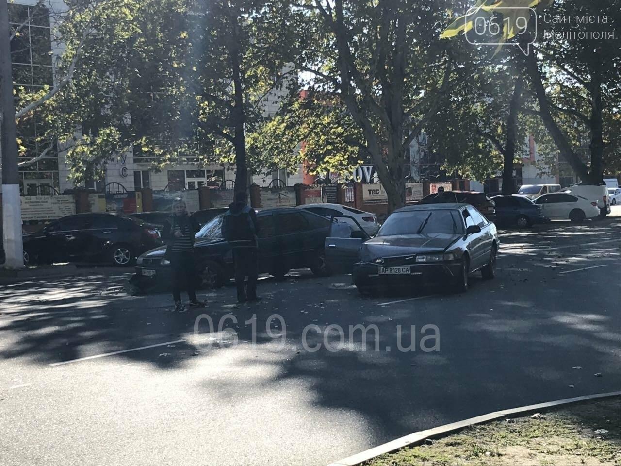 В Мелитополе столкнулись Opel и Mazda, - ФОТО, фото-1