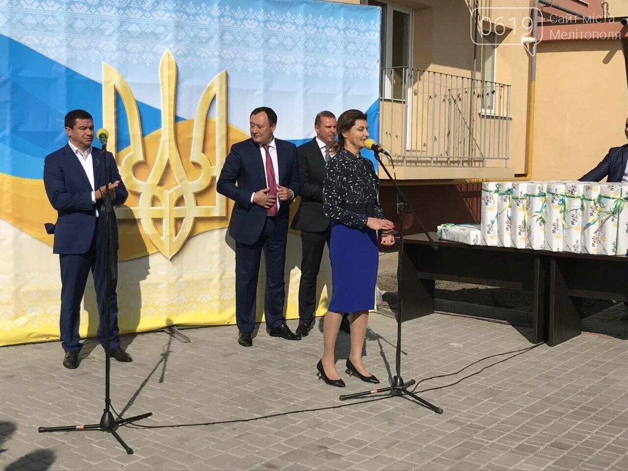 Супруга Президента вручила мелитопольским сиротам ключи от квартир , фото-8, Фото сайта 0619