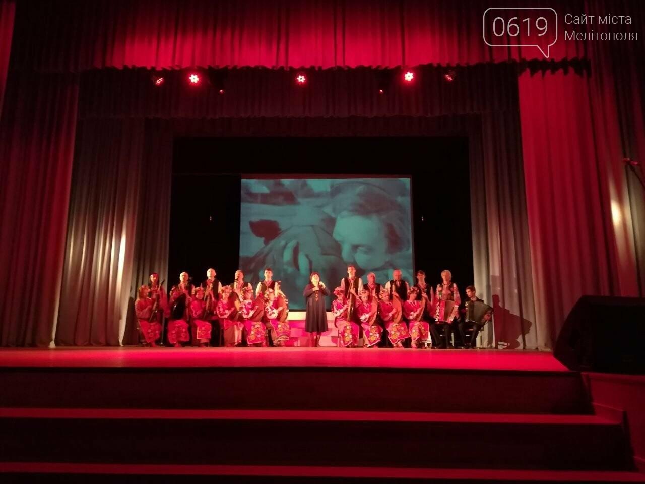 На главной сцене города вспоминали освободителей Мелитополя, фото-3