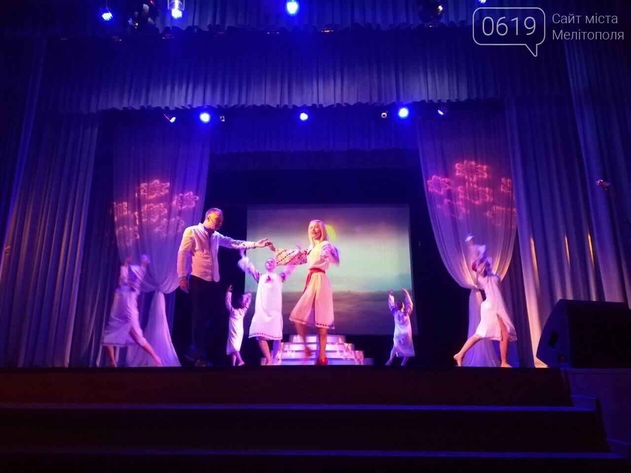 На главной сцене города вспоминали освободителей Мелитополя, фото-5