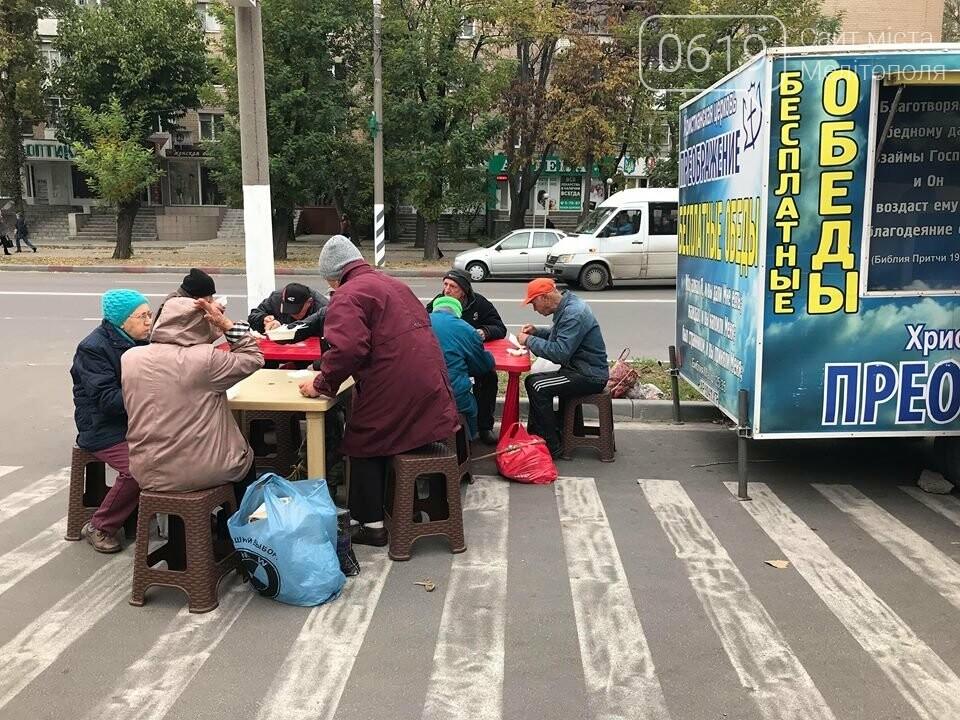 В Мелитополе нуждающихся кормят борщом и пельменями , фото-2, Фото сайта 0619