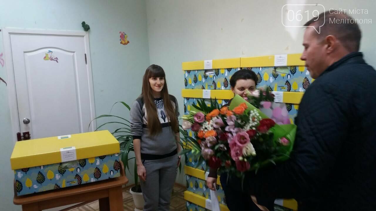 Мэр Мелитополя вручил молодым мамам бэби-боксы , фото-3