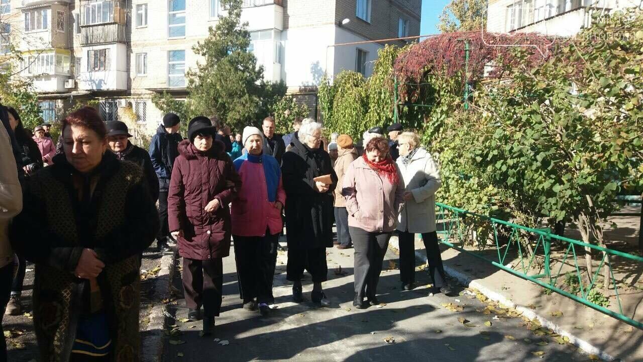 В Мелитополе отремонтируют двор за 720 тысяч гривен, фото-3, Фото 0619