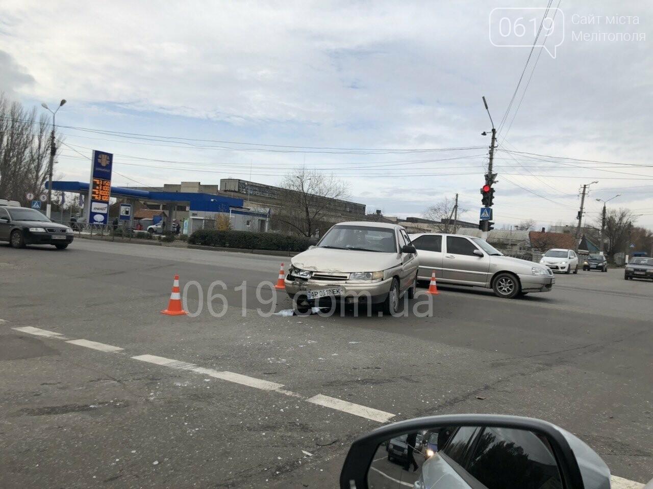 В Мелитополе в результате ДТП перевернулся автомобиль, - ФОТО, фото-3