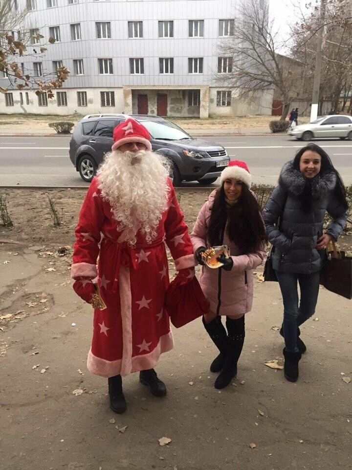 На улицах Мелитополя заметили Деда Мороза, фото-1