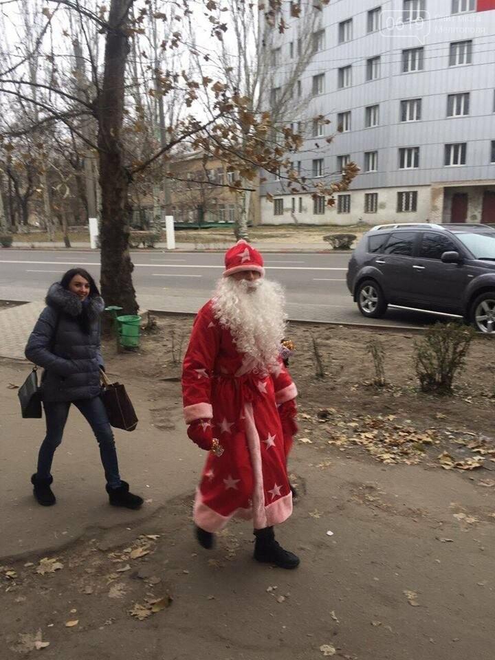 На улицах Мелитополя заметили Деда Мороза, фото-2