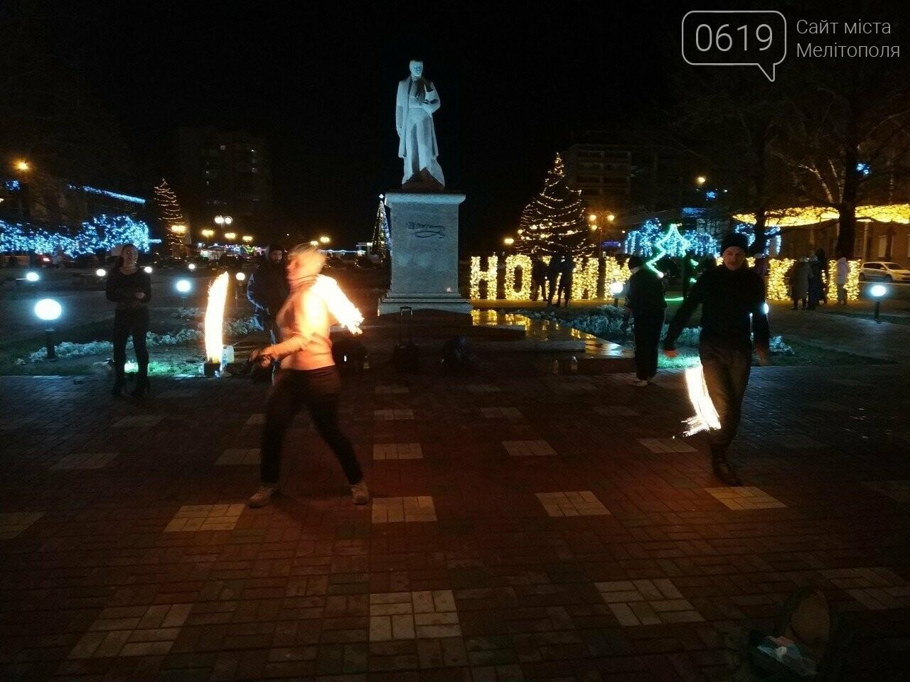 В центре Мелитополя устроили огненное шоу, фото-3, Фото сайта 0619
