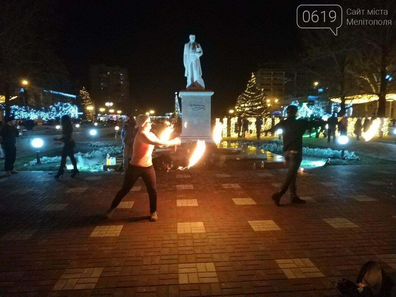 В центре Мелитополя устроили огненное шоу, фото-2, Фото сайта 0619