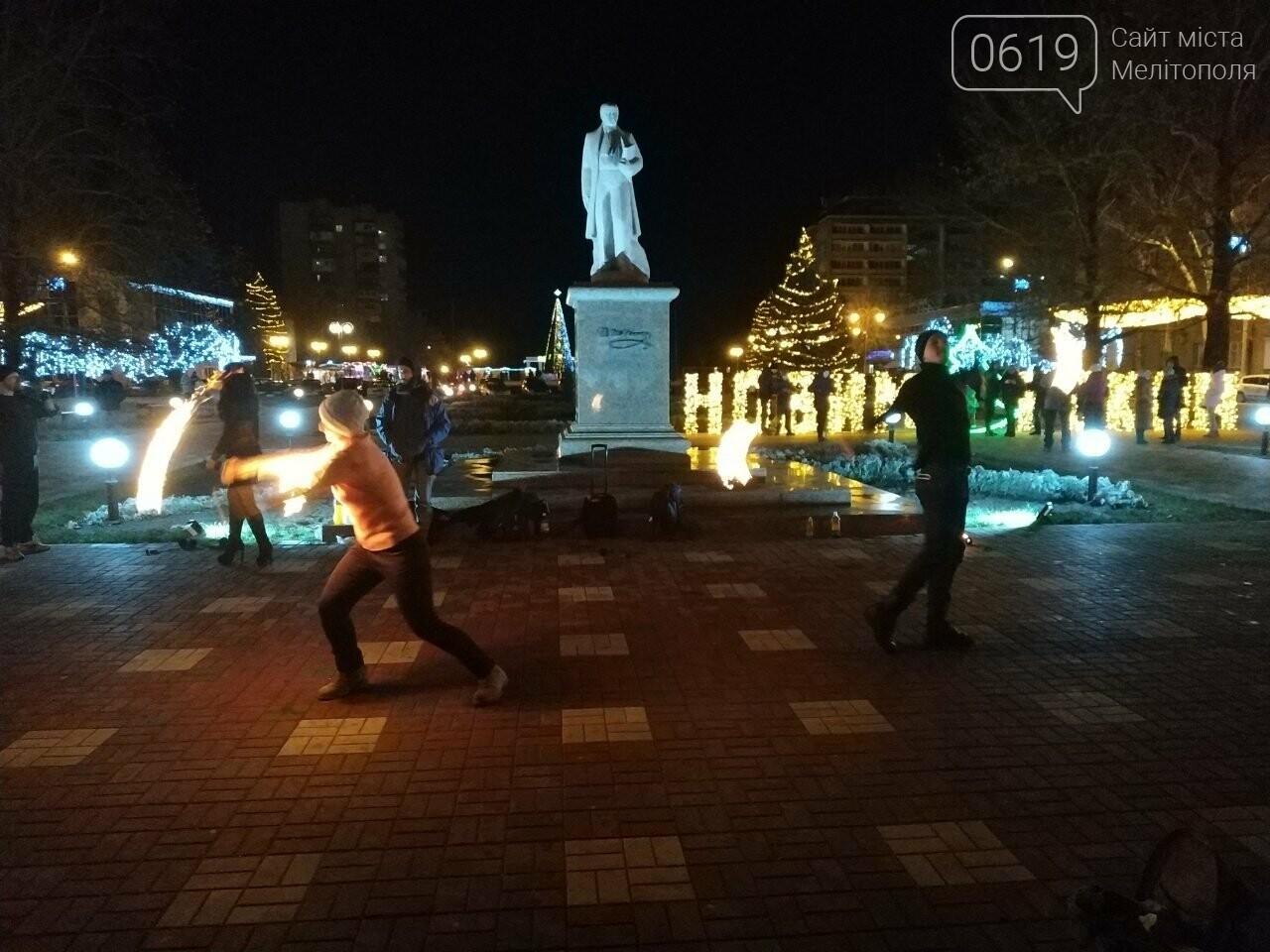 В центре Мелитополя устроили огненное шоу, фото-4, Фото сайта 0619