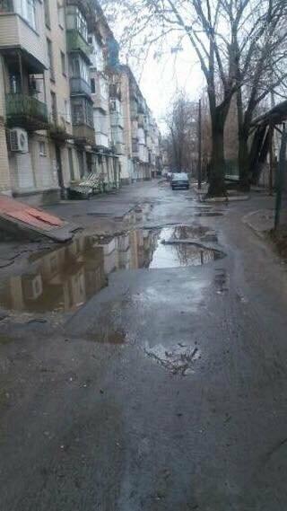 Мелитопольцы продолжают жаловаться на состояние дорог во дворах многоэтажек, фото-1, Фото предоставлены сайту 0619