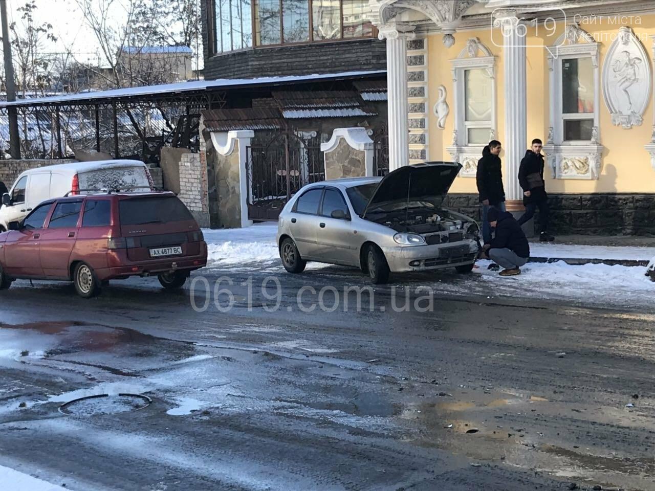 """В Мелитополе """"лоб в лоб"""" столкнулись два автомобиля, - ФОТО , фото-2"""