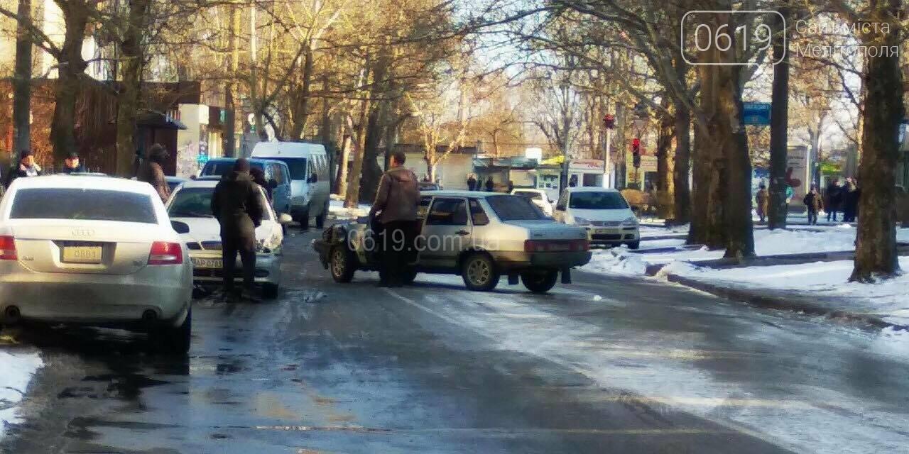 В Мелитополе возле школы произошло тройное ДТП, - ФОТО, фото-1