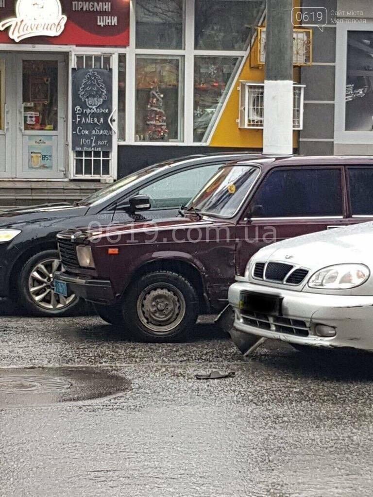 В Мелитополе в ДТП попали такси и автомобиль полиции , фото-1