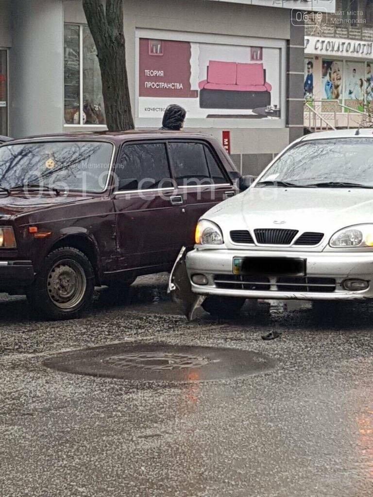 В Мелитополе в ДТП попали такси и автомобиль полиции , фото-2