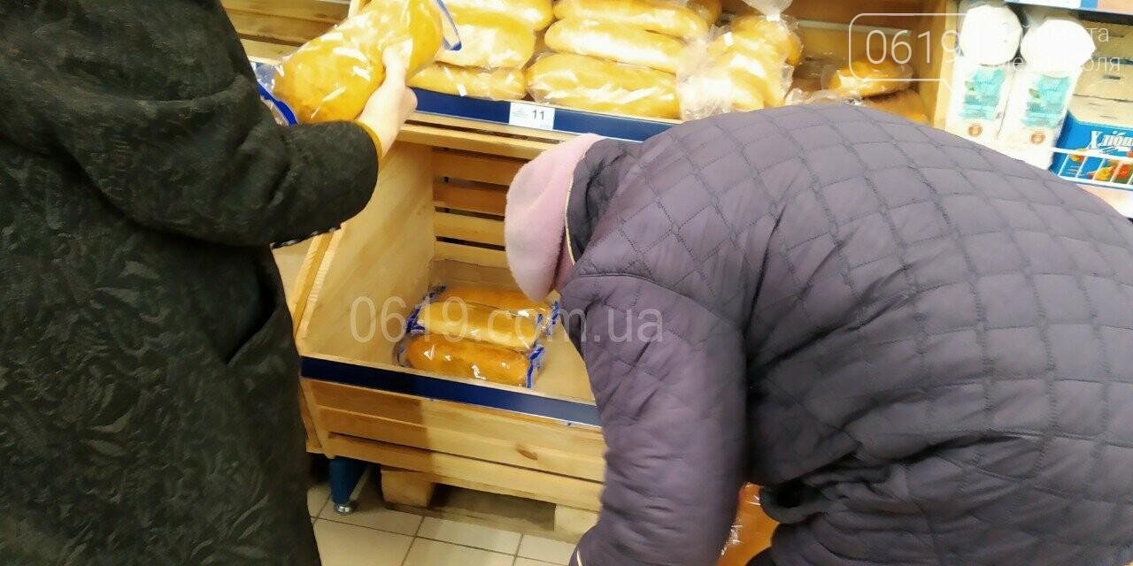 """Мелитопольцы сметают с полок АТБ """"социальный"""" хлеб, фото-2"""