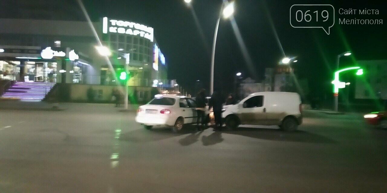 В Мелитополе таксист спровоцировал ДТП, - ФОТО, фото-1